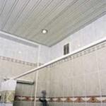 Ремонт в ванной комнате потолка