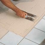 Процесс укладки плитки у себя дома