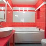 Ванная комната может быть яркой