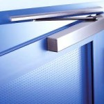Дверные доводчики: удобство использования