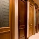 Несколько слов о входных деревянных дверях