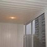 Потолок из пластиковых полимерных реек