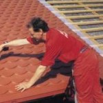 Укладка на крышу металлочерепицы