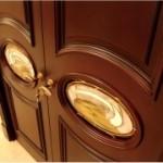 Ремонт дверей с отделкой шпоном ценных пород