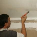 Как побелить потолок известью?