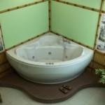 Как самому установить угловую ванну?
