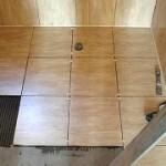 Укладка плитки на плиточный клей