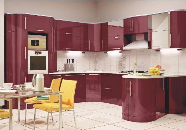 Кухня с вишневой встроенной мебелью