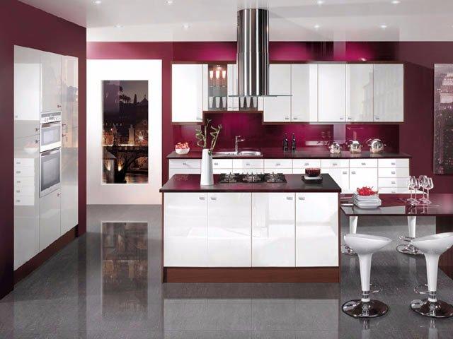 Очень красивая бардовая кухня