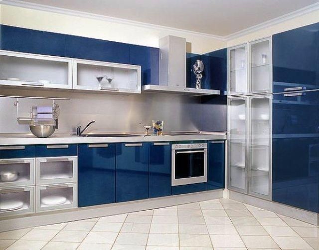 Красивая кухня в синих оттенках
