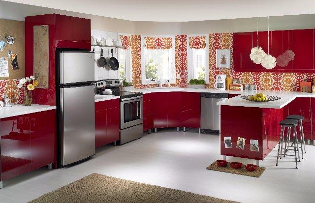 Дизайн уютной кухни в красном стиле