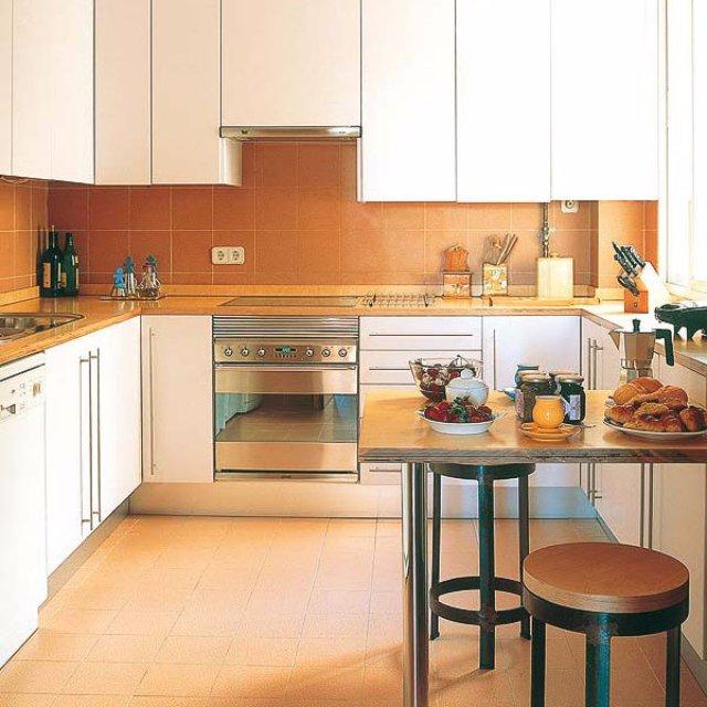 Дизайн кухни в абрикосовом цвете
