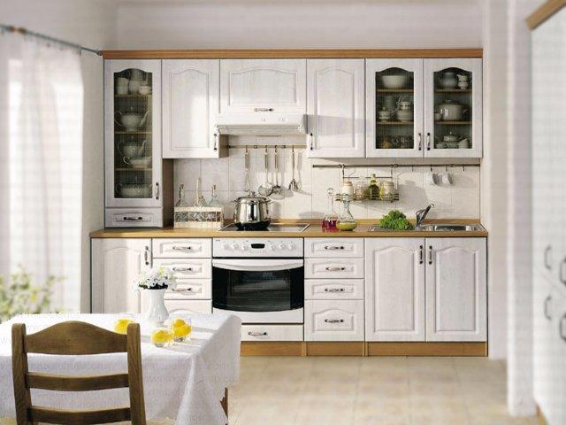 Интерьер кухни из дерева белого цвета
