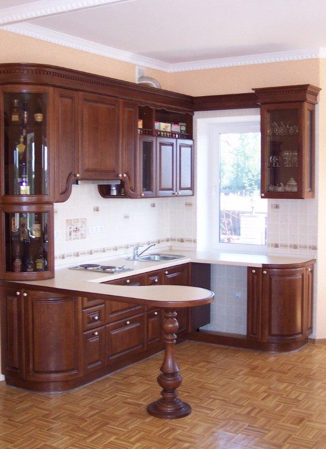 Готовый дизайн кухни, полностью выполненной из дерева