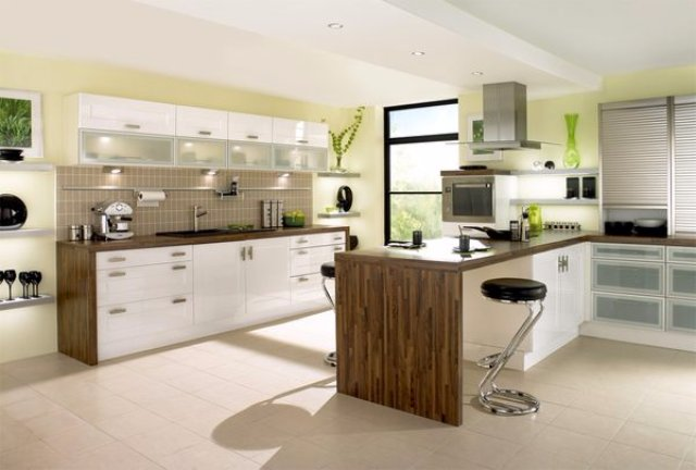 Оформление просторной кухни