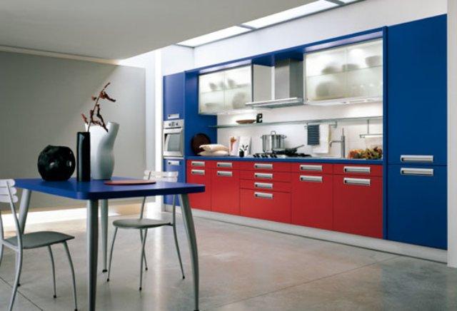 Красно-синяя кухня — современный вариант дизайна