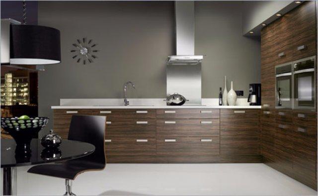 Интерьер кухни — коричневый металлик