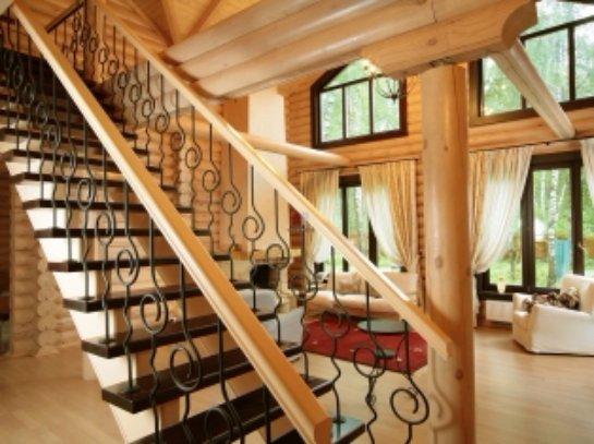 Выбираем лестницу для дачного дома