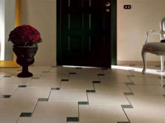 Оформляем узкий и длинный коридор