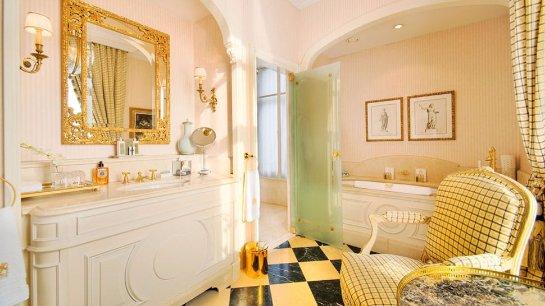 Интерьер ванной в золоте