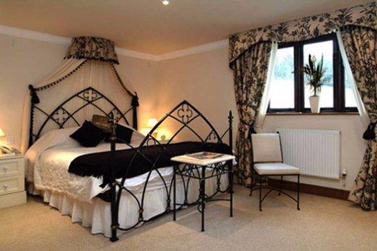 Классицизм и готика в мебели