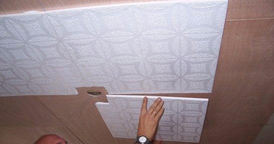 Что мы знаем о клеевых потолках