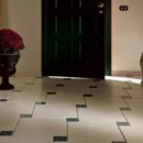Оформление узкого и длинного коридора