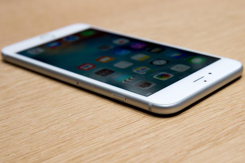 О чем говорят владельцы iPhone? Или что подарить на 23 февраля