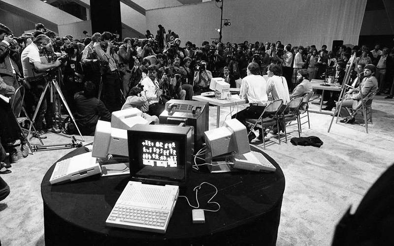 В Сеть попали редкие фотографии с презентации Apple IIc 1984 года