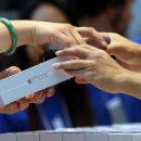 Россияне предпочитают покупать iPhone через Интернет