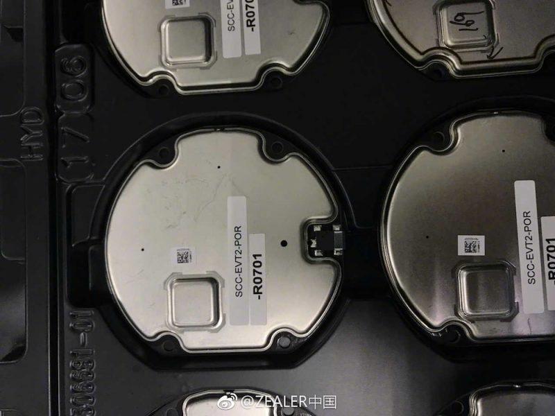 Модуль беспроводной зарядки iPhone 8 засветился на фото