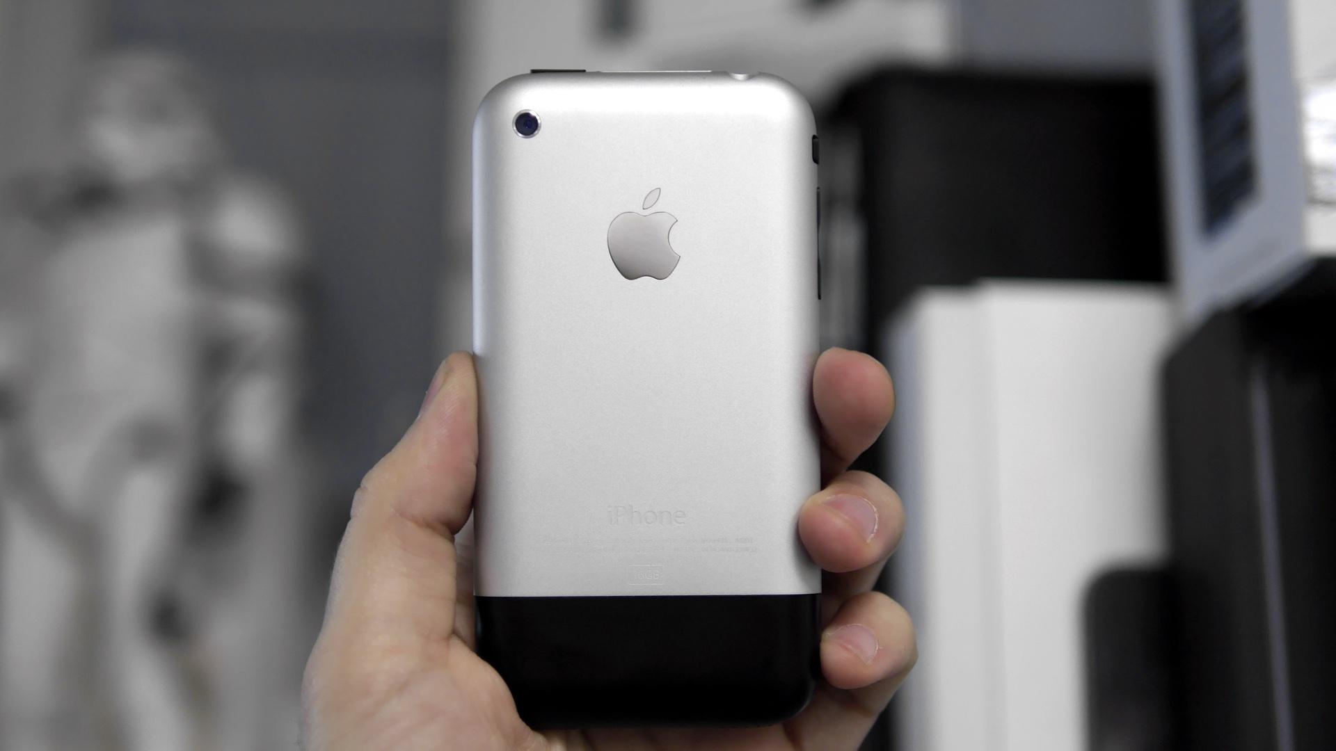 #Видео: Эволюция iPhone — от первого iPhone до наших дней