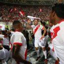 Футболисты сборной Перу отметили выход в ЧМ-2018, надев шапки-ушанки